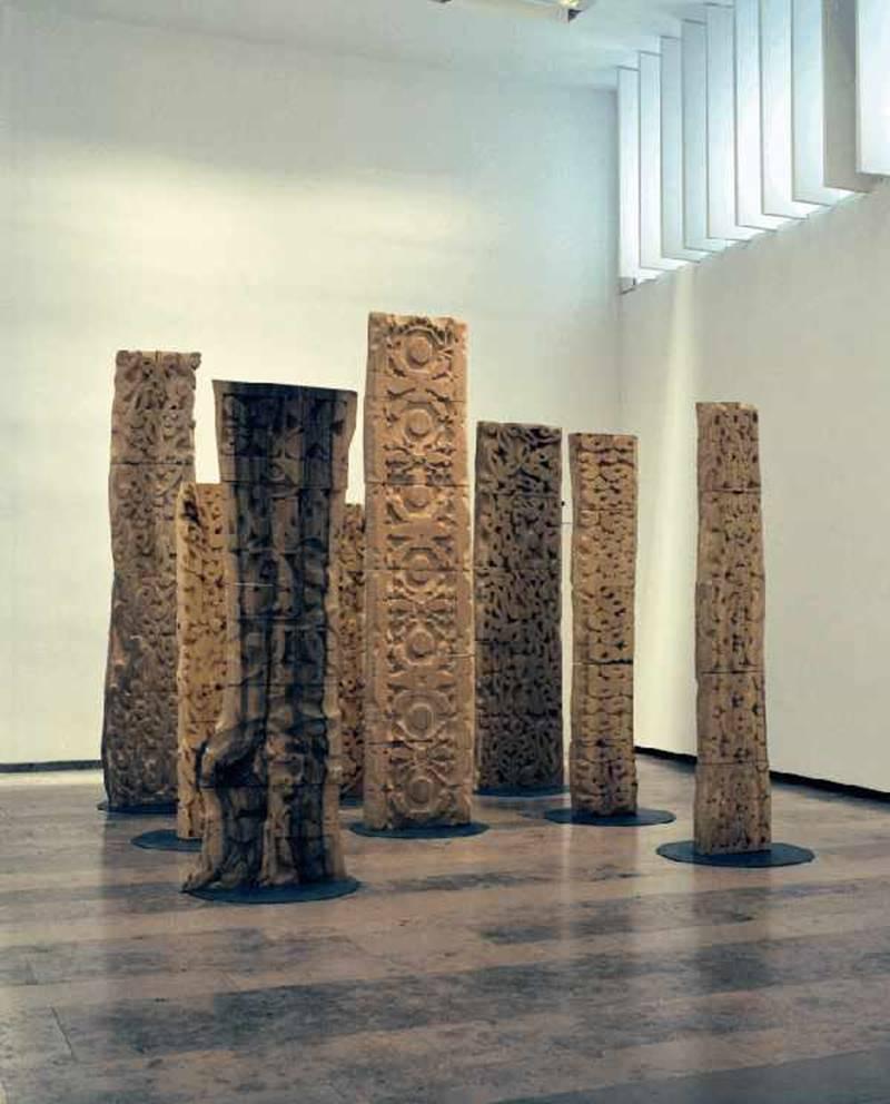 Ausstellungsansicht, Hortus Conclusus, Galerie der DG, 2007, Nele Ströbel, Wandelhölzer, Linde, (c) Galerie der DG