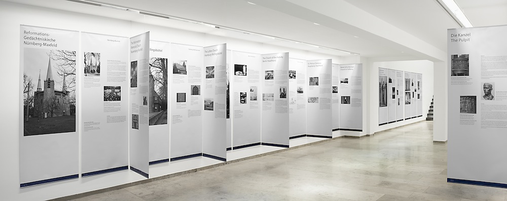 Ausstellungsansicht, Christenkreuz und Hakenkreuz, 2009