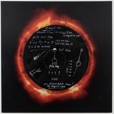 Magdalena Jetelová, Zeichnung zu 'Pacific Ring of Fire' 2018/2019 Aquarell-Zeichnung auf Alucarbon und Fotografie, mixed-media, 120 x 120 cm. Foto: Gerald von Foris