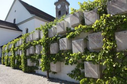 Günther Vogt, Urnenwand, Friedhof Steckborn (CH)