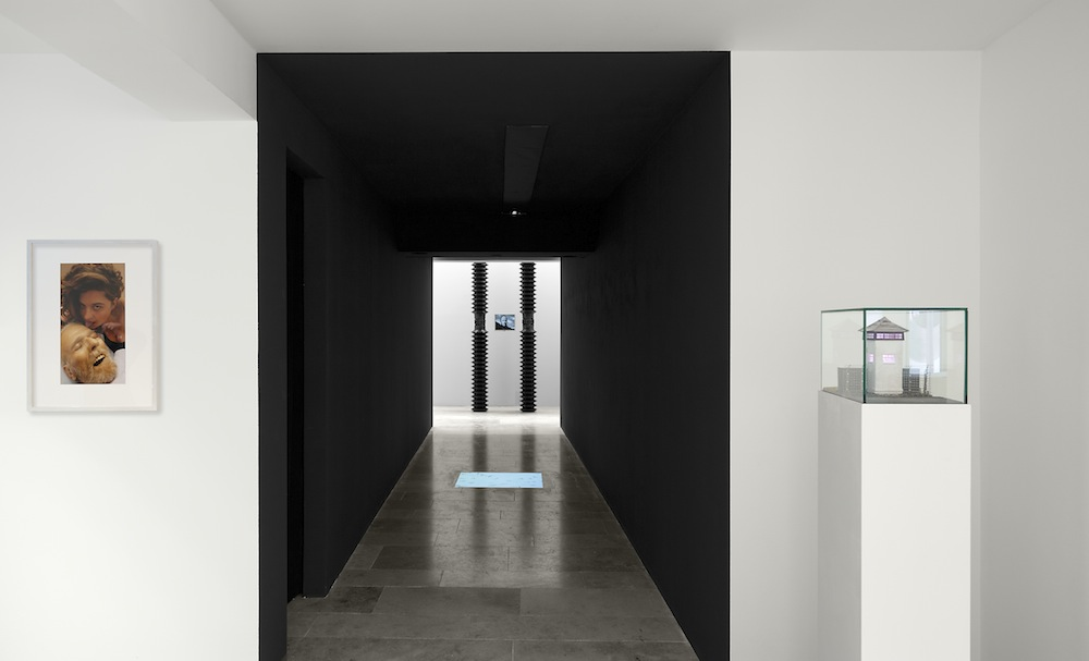 Ausstellungsansicht, ausgewählte Werke von Stephan Huber, Tod, 2012